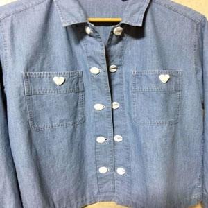 簡単優しいボタンの使用例2-ハートの飾りボタンを胸ポケットに使用したパターン